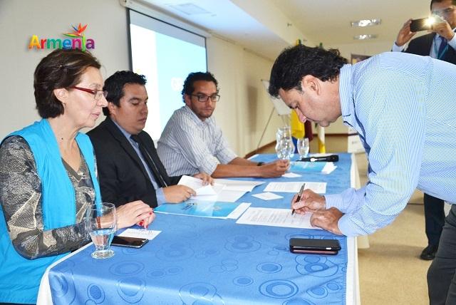 ALCALDE EN LA FIRMA DE CONVENIOS DPS, MFA Y JA 3