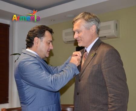 ALCALDE Y EMBAJADOR DE FRANCIA